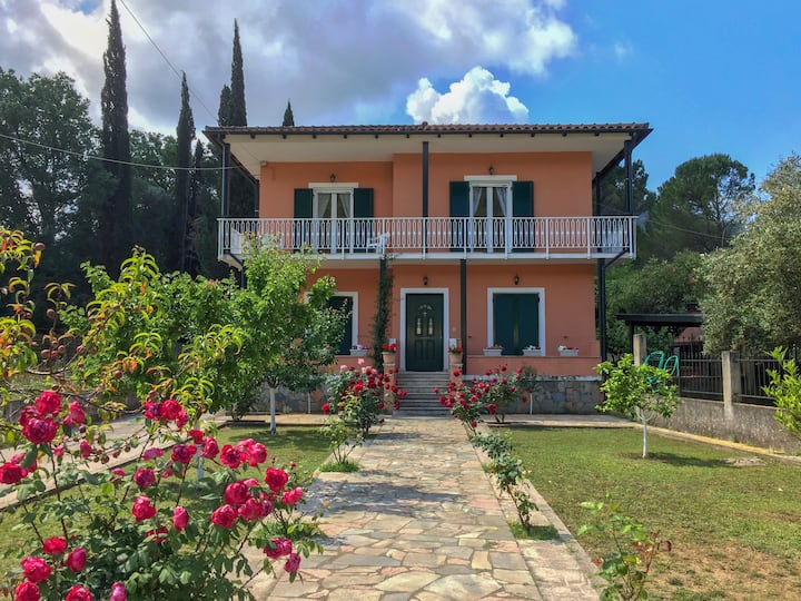 Traditional Greek Villa in Kinopiastes - Corfu
