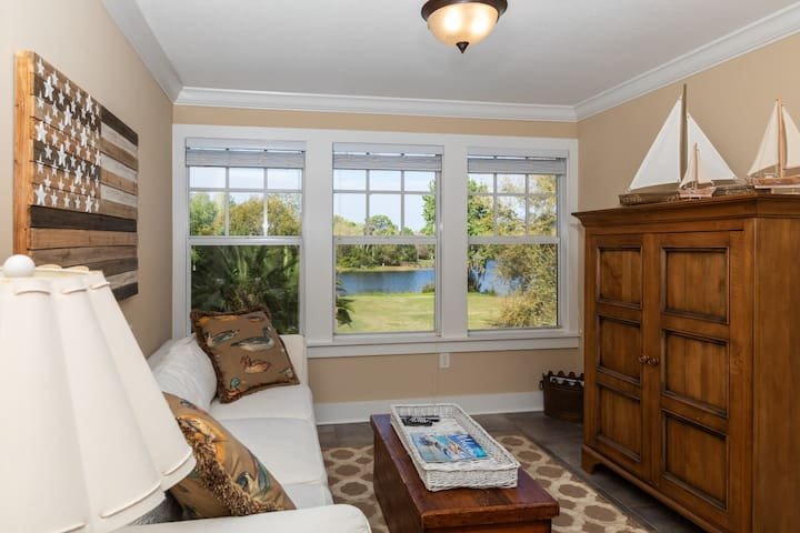 West Winds Lakefront Escape-Minutes to Mount Dora