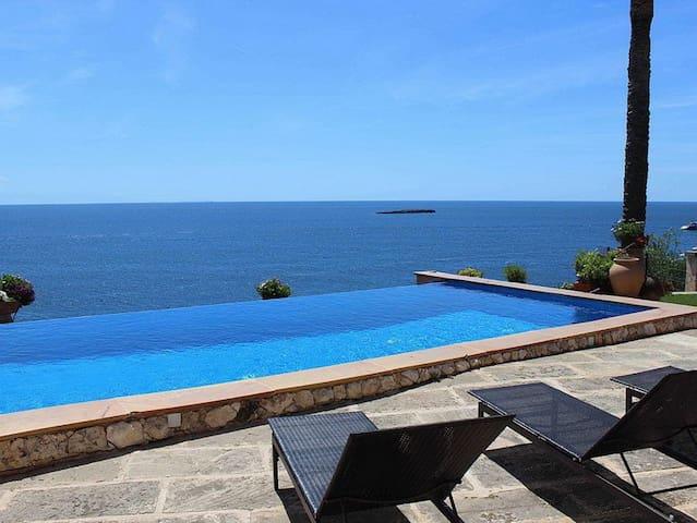 Spectacular seafront views villa - Badia de Palma - Casa