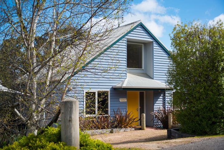 Boatshed Villa Yellow Door