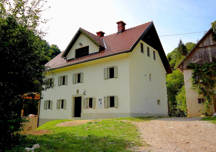 Wonderful Luxury Farmhouse Pool & River in Reka
