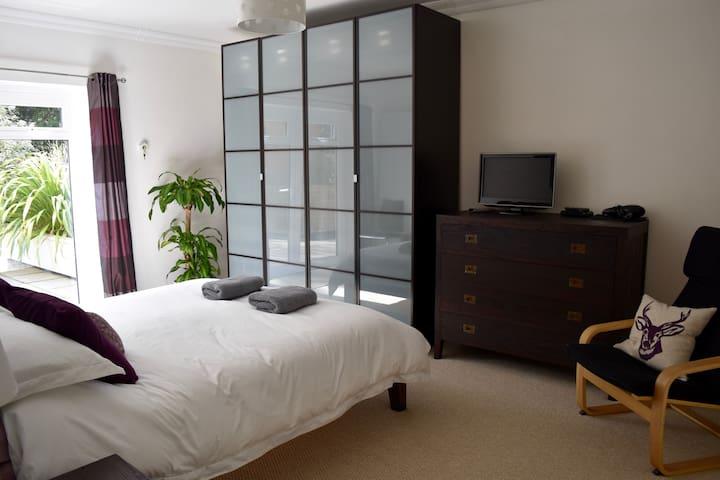 2 Bedroom Apt in St Cross - walk to city & river