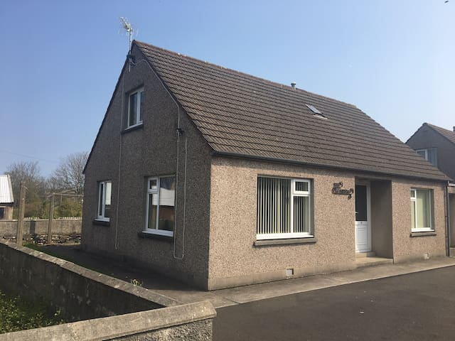 Detached house, walking distance of town centre.