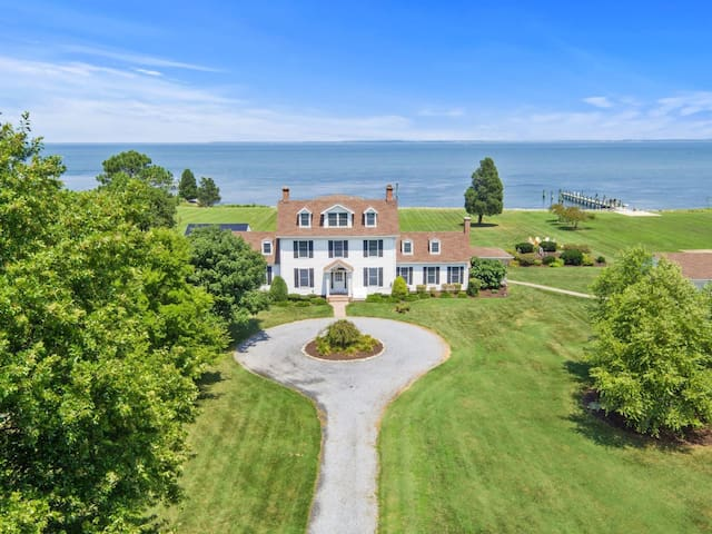Hudson Manor - Multi-Family Waterfront Compound, Pool, Beach Volleyball!