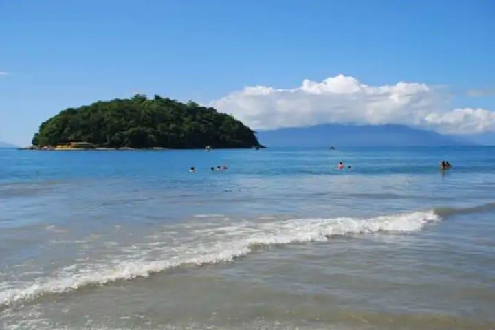 Belas praias, cachoeiras e bons restaurantes .