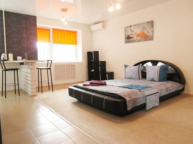 1Rooms semi-luxury Apt on Mykhayla Honcharenka 6