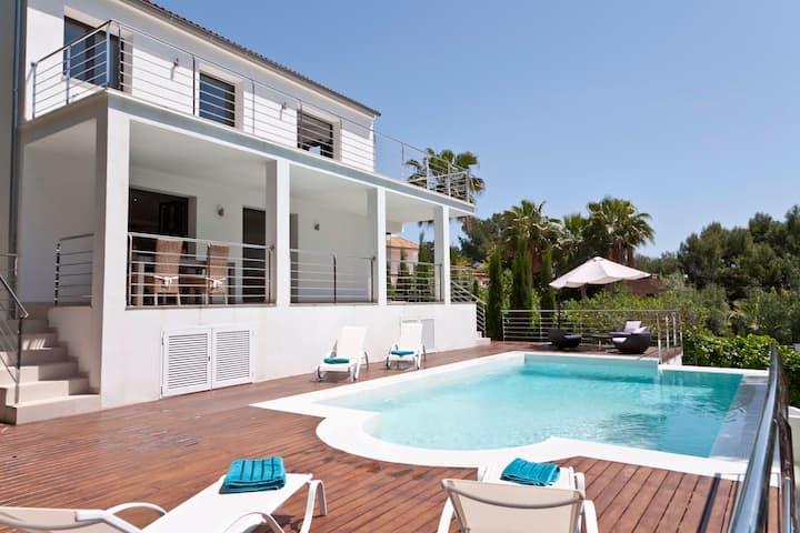 Modern Villa with pool near Purto Portals Marina
