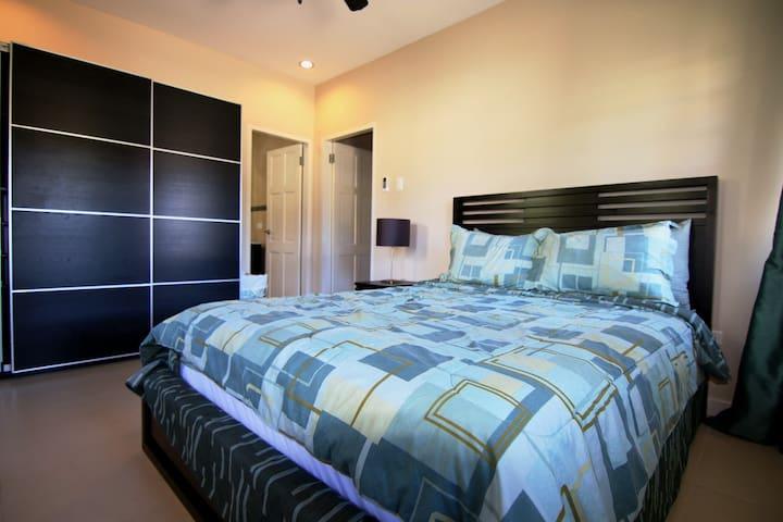 Queen Suite - This suite has one queen sized bed, en suite bathroom