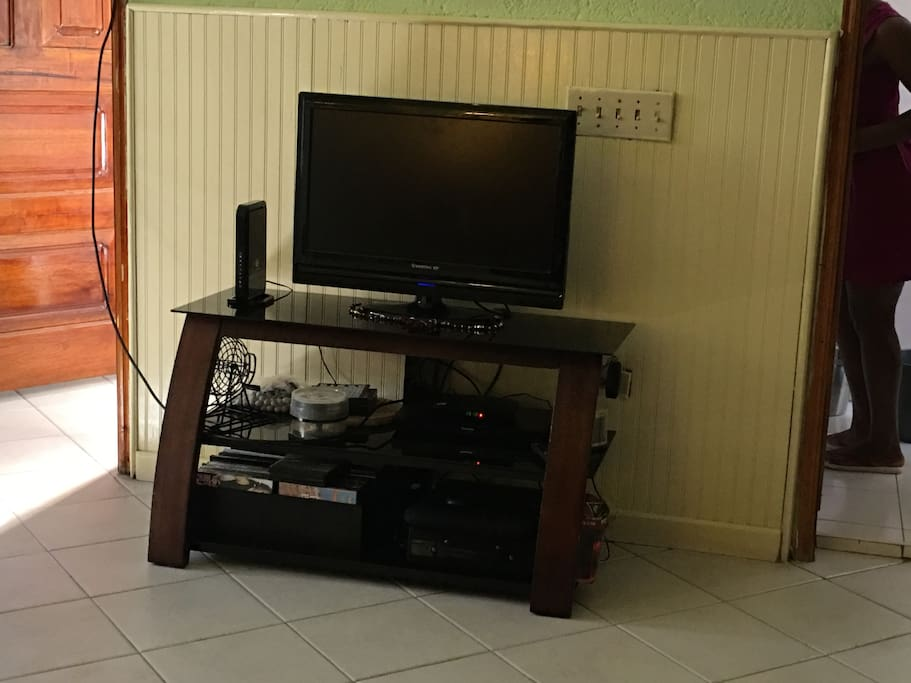 TV, DVD player, & Wifi