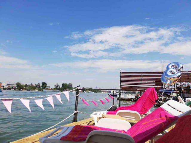Apartment floating house Splav Reset