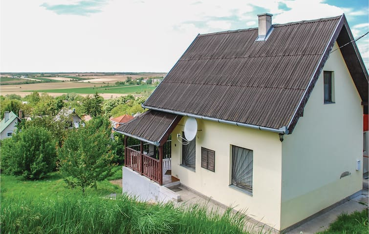 Holiday cottage with 3 bedrooms on 90 m² in Tamási
