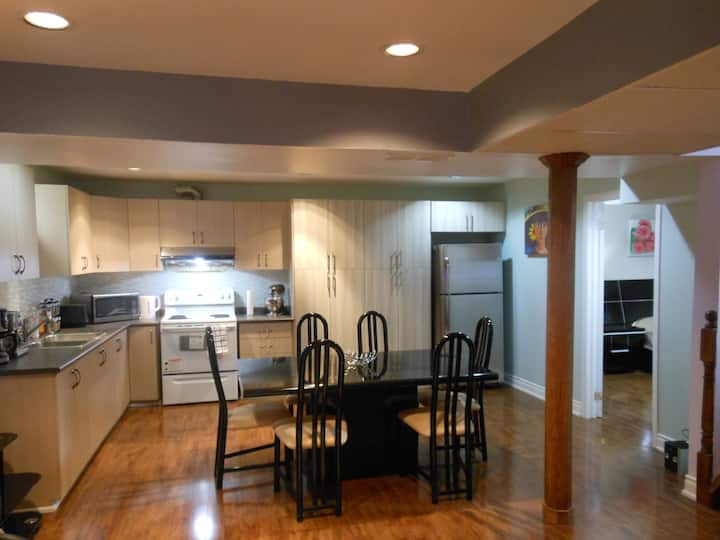 Large cozy functional basement apartment w/parking
