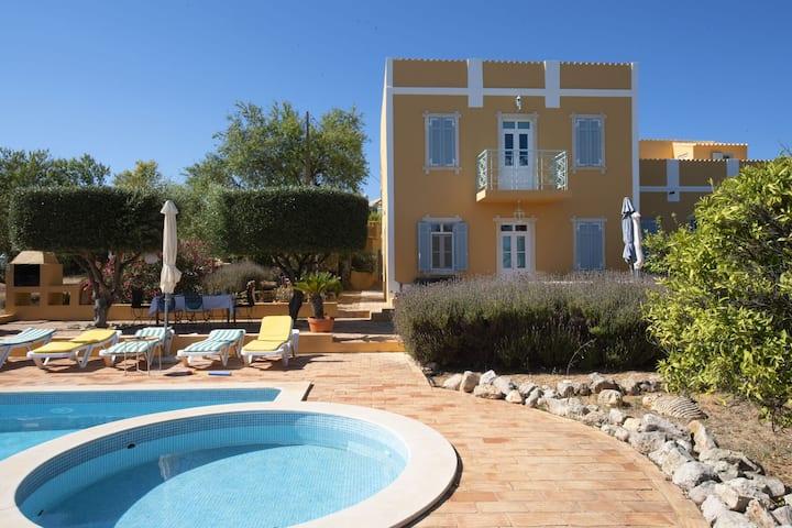 Fantástica mansión situada en Loulé, Algarve, con piscina compartida