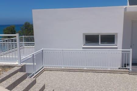 3 bedroom house by the sea (III)