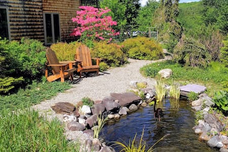 Garden Cottage Suite - Near Burlington & Bolton!