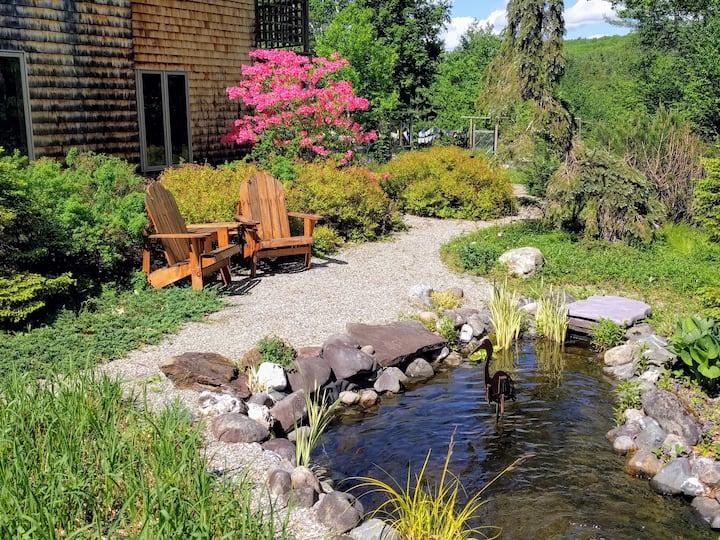 Garden Cottage Suite - Near Burlington & Bolton!