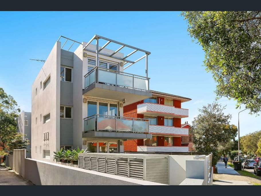 Great location - 7 minutes walk to Bondi Beach!