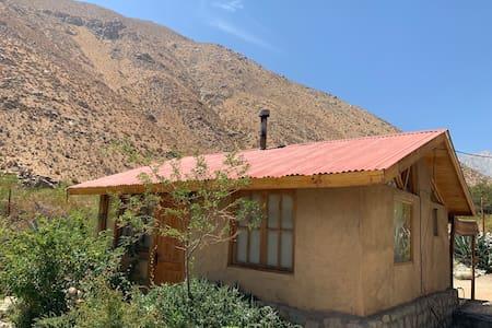 Cabaña Alcohuaz, Valle de Elqui (Con río).
