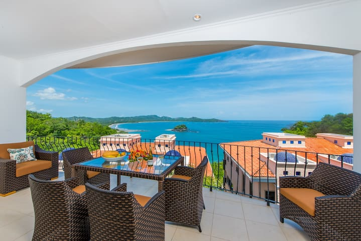 AMAZING Oceanviews & Sunsets, 2 Pools, Relax!