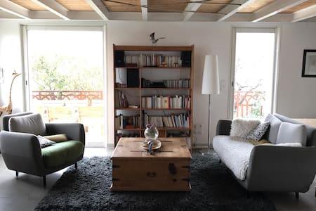 VILLA vue MER. 4 chambres. 140m2. - Marseille - Villa