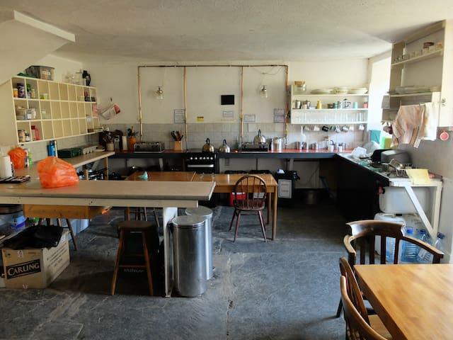 Dolgoch Bunkhouse - 6 bedded private room. - Tregaron - Hostel