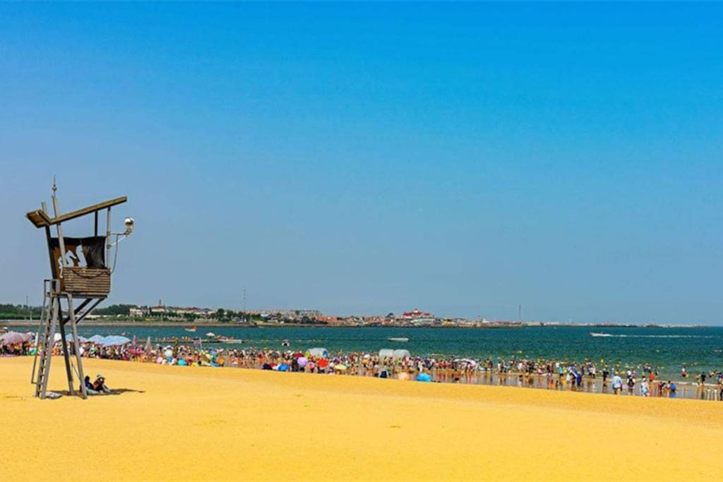 小区对面的沙滩