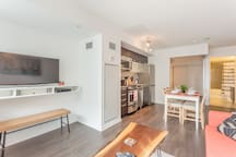 New Queen W. Luxury Condo -City View! FREE PARKING