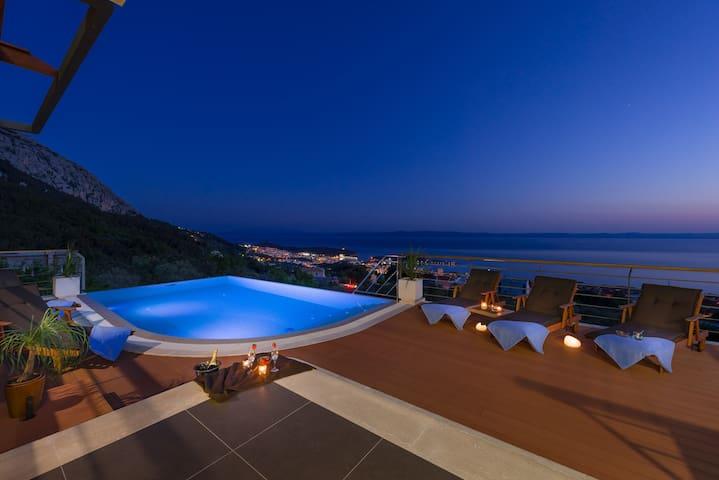 Luxury Villa View, heated infinity pool,BBQ...