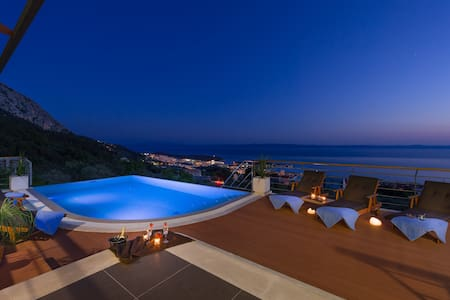 Luxury Villa View, heated infinity pool,BBQ...