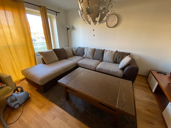 Furnished flat for 4  with good connetivity