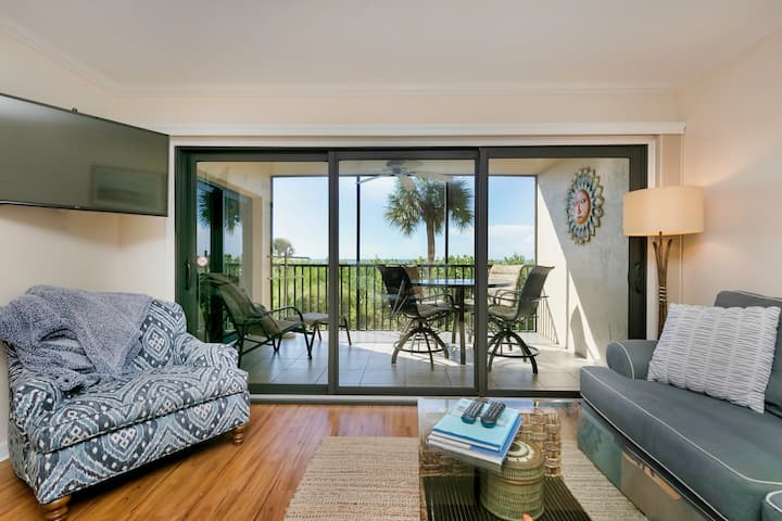 Tarpon Beach 302, 2 bed, 2 bath, GULF FRONT!