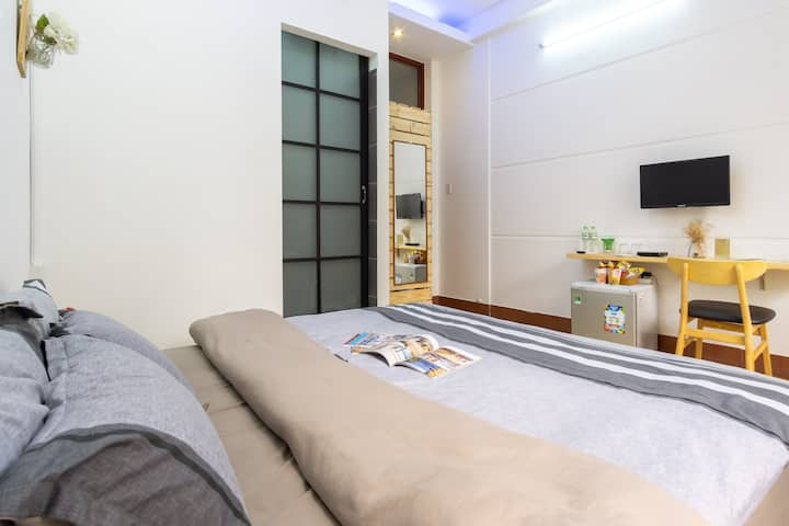 Cozy private room in District 1 with balcony - LTR