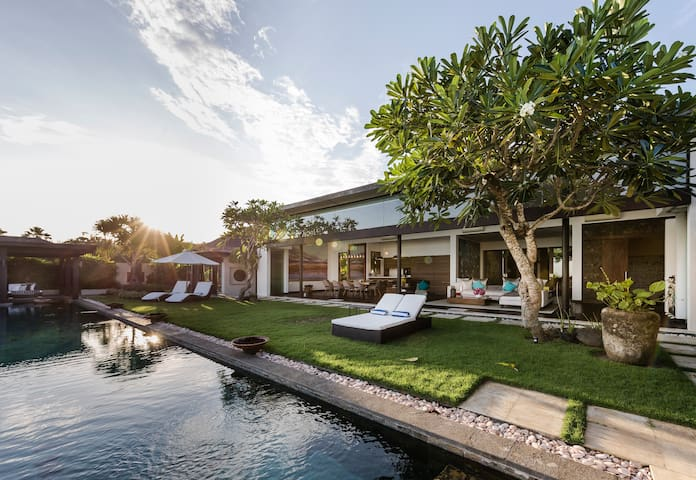 Luxury Villa Amita - South Kuta - Villa