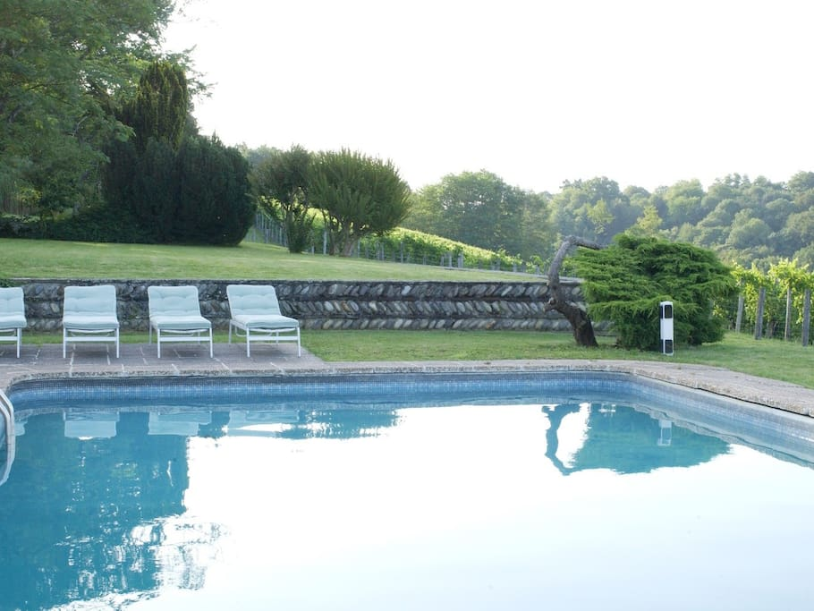 The Manor House Apartment  - guests have use of the shared outdoor pool  (May - October)