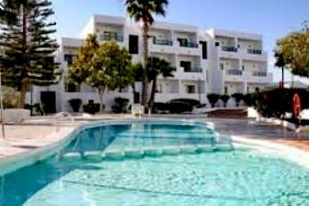 Apartamento con  piscina y jardines cerca la playa