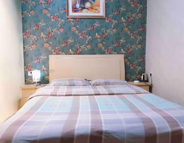 洛邑古城附近温馨小家情侣大床房