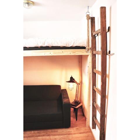 La petite chambre du logement.