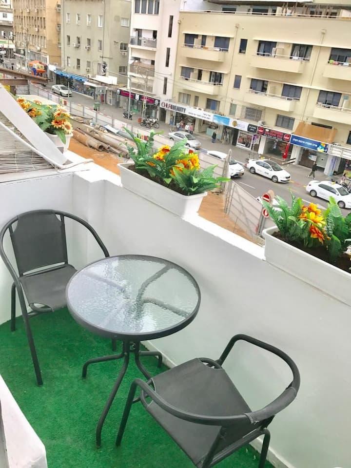 Top Location. Y21. Beautiful Studio. Sunny Balcony