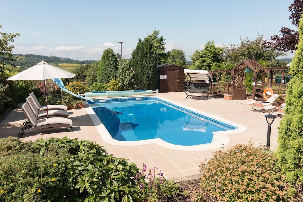 Outdoor Heated Swimming Pool (seasonal)