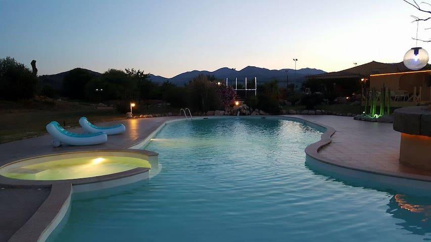 Hotel Minnia mare piscina  e relax