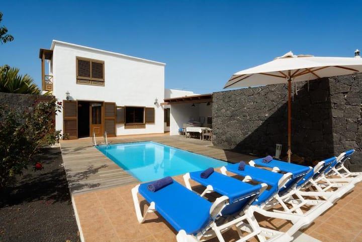 Villa Bene: Heated Private Pool, WiFi