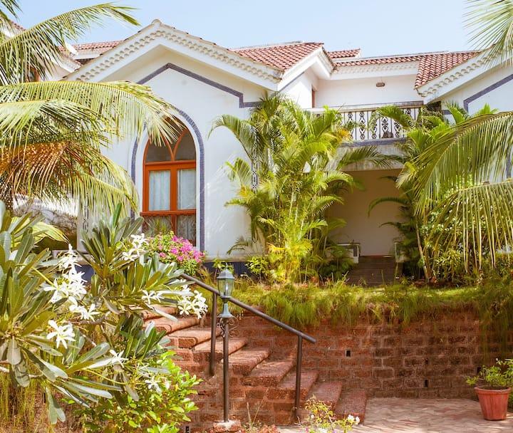 Poolside villa in gated community, near Baga