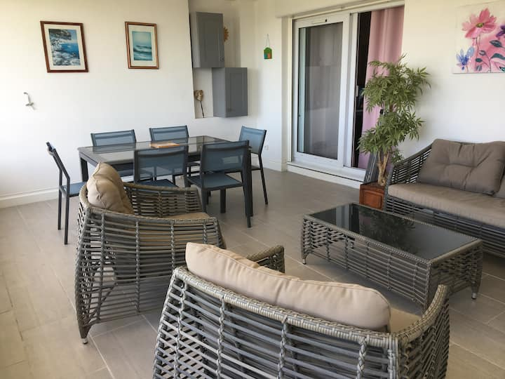 Cosy Apartment close to the Beach, with pool