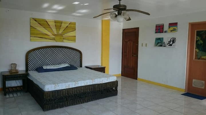 Huge double room @ The Greens 360° view Boracay.