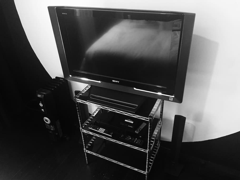 TV set, HDi, BlueRay, Speakers