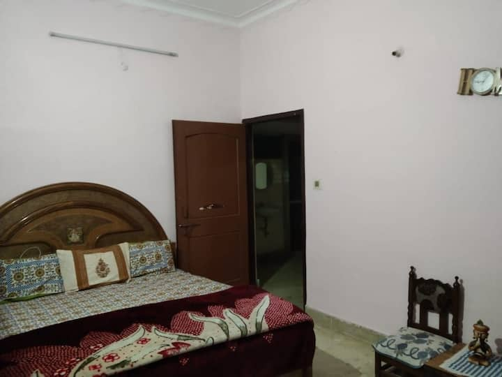 Private Room/Kitchen/Sep. Entry in E7 Arera colony
