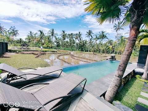 """Firefly Cottage  """"private pool and ricefield weiw"""""""