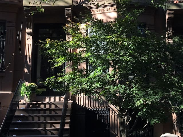 Sunny Garden Apt in Historic Park Slope Brownstone