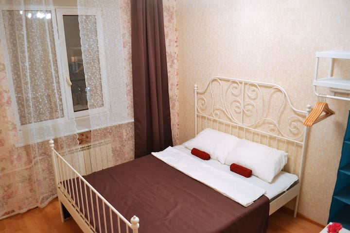 Family hostel, комната с двухспальной кроватью