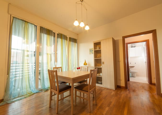 Casa Ferrari. Your travel hub in Bologna! - Bologna - Apartment
